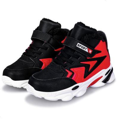至岁男孩子十冬季学生穿的男童高帮加绒靴儿童足球鞋。