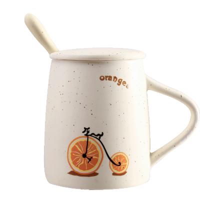 贝瑟斯 创意陶瓷杯马克杯单车水果杯子带盖带勺可爱咖啡杯情侣早餐杯家用茶杯男女学生韩版水杯米黄色
